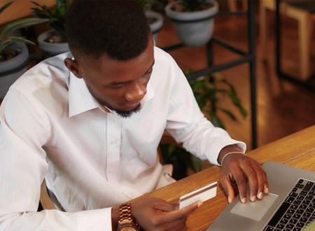 man-making-online-purchase-diversion-detection